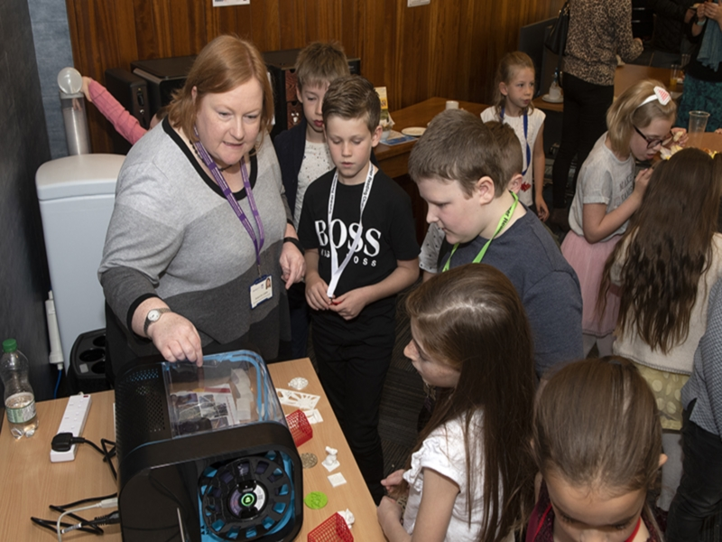 librarian demonstrating 3d printing